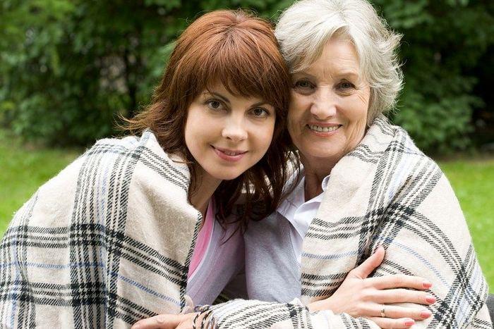 Что лучше подарить маме на 75 лет?