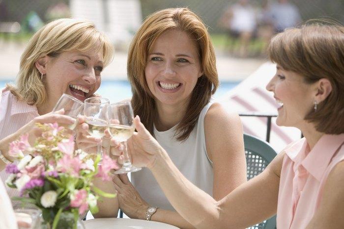 Что лучше подарить подруге на 40-45 лет?