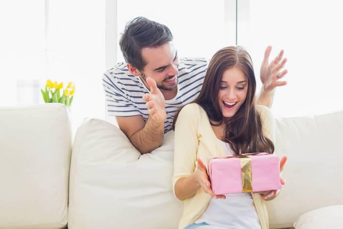 Что лучше подарить жене на 25 лет?