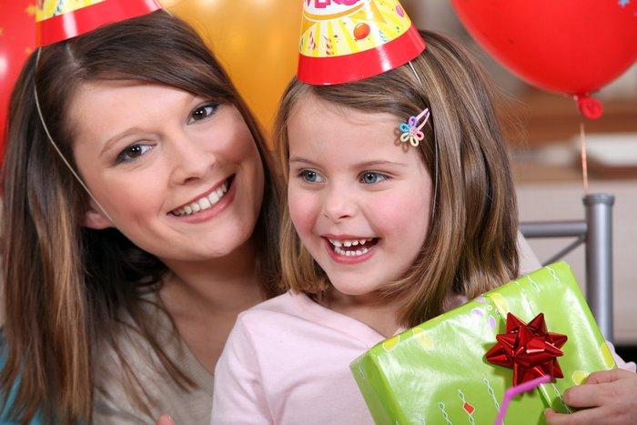 45 идей, что лучше подарить девочке на день рождения