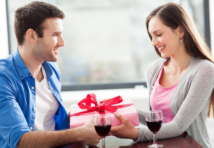 45 идей, что подарить девушке на день рождения