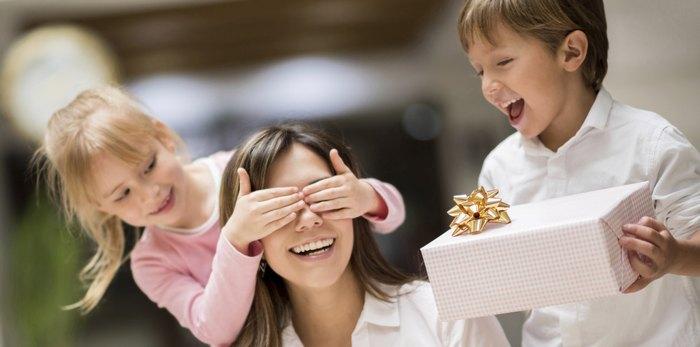 55 интересных подарков маме на день рождения