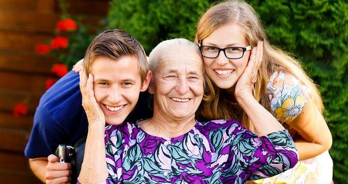 Что лучше подарить бабушке на 80 лет?