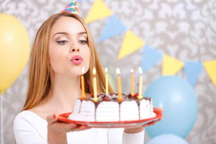 Что лучше подарить девушке на 20 лет?