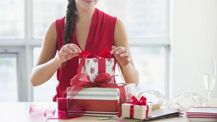 Что лучше подарить девушке на 25 лет?