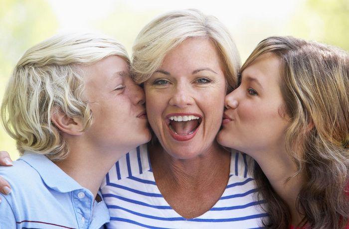 Что лучше подарить маме на 45 лет?