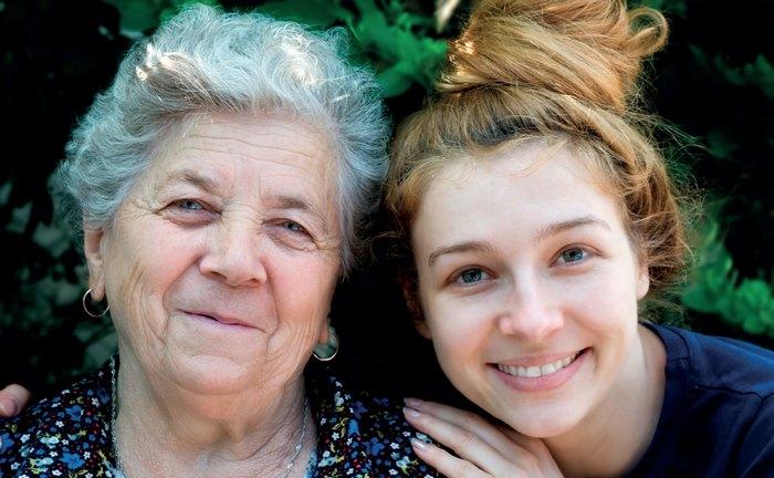 Что лучше подарить бабушке на 60, 65 лет?