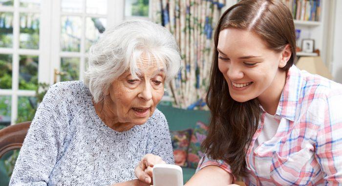 Что лучше подарить бабушке на 85 лет?