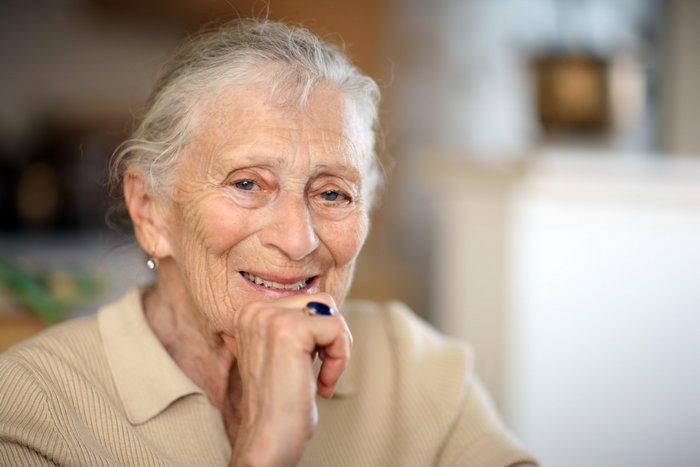 Что лучше подарить бабушке на 90 лет?