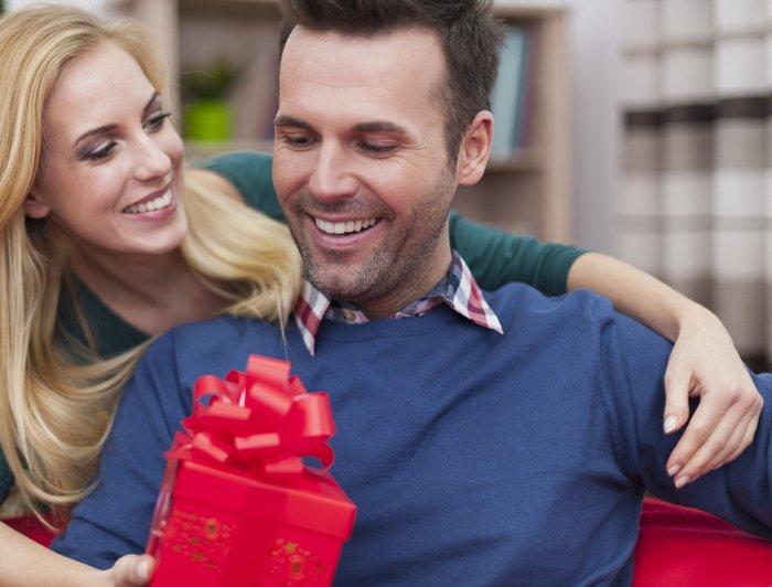 Что лучше подарить любимому мужчине на День рождения?