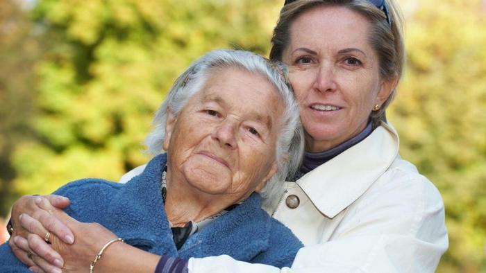 Что лучше подарить маме на 80 лет?