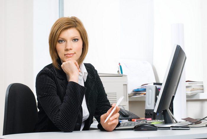Что лучше подарить начальнику женщине на день рождения?