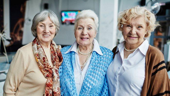 Что лучше подарить подруге на юбилей 55-60 лет?