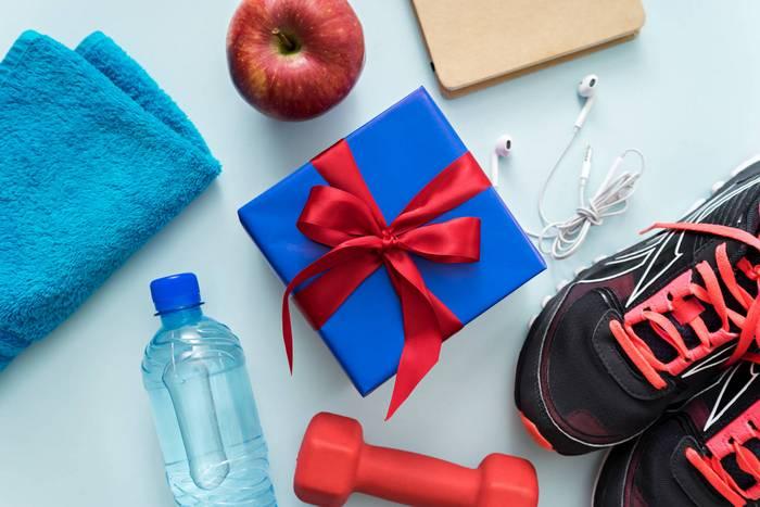 Что лучше подарить тренеру женщине на день рождения?