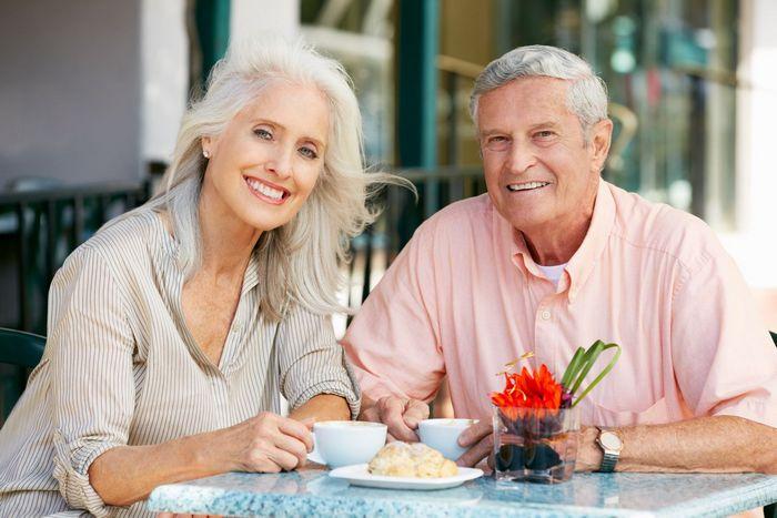 Что лучше подарить жене на юбилей 50, 55, 60, 65 лет?
