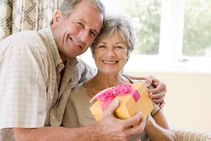 Что лучше подарить женщине на 66, 67, 68, 69 лет?