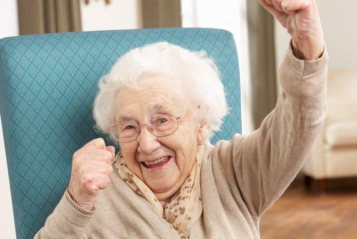 Что лучше подарить женщине на 80 лет?