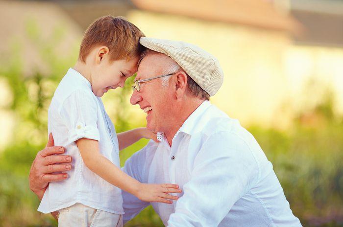 Список 50 лучших подарков дедушке на день рождения