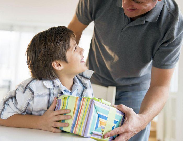Список 50 лучших подарков мальчику на день рождения