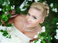 Прически к свадьбе для невесты с волосами средней длины
