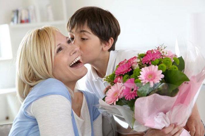 Что лучше подарить маме на юбилей 60 лет