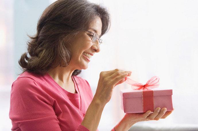 Подарки женщине в возрасте 1