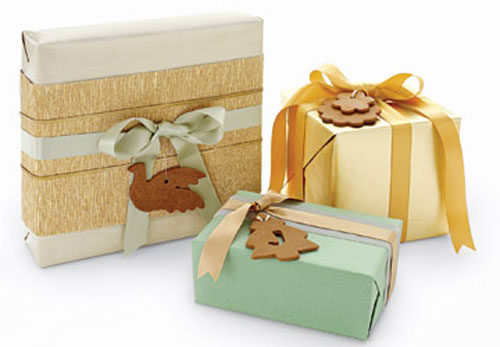 Как украсить коробку для подарка ребенку